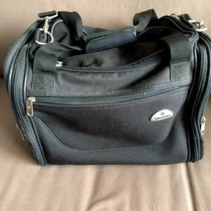 Samsonite like new travel luggage carry on 🌟